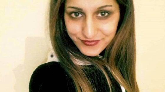 """Pakistan, l'autopsia conferma: """"È stata strangolata"""". Padre e fratello rischiano la pena di morte"""