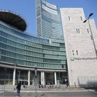 Milano, donna di 41 anni si getta dal settimo piano di Palazzo Lombardia: morta
