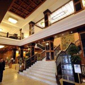 Milano, furto in hotel a sposini iraniani in luna di miele: bottino da 200mila euro