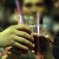 Movida sui Navigli, barista colpito da una bottigliata durante una lite tra clienti