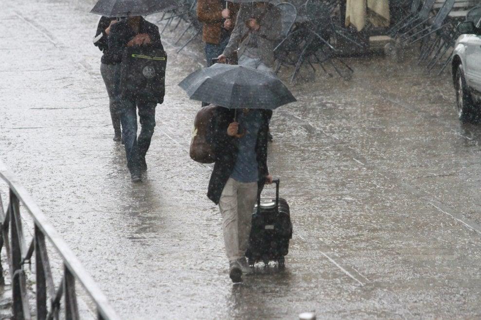 Maltempo, alternanza di sole e forti temporali: allerta meteo anche nelle prossime ore