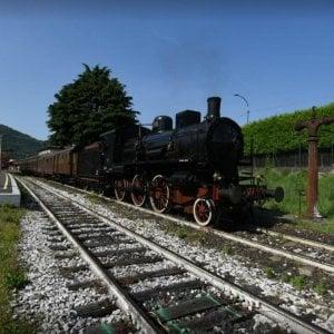 """Turismo d'altri tempi con il """"Sebino Express"""":  sulle sponde del lago d'Iseo a bordo di un treno a vapore"""