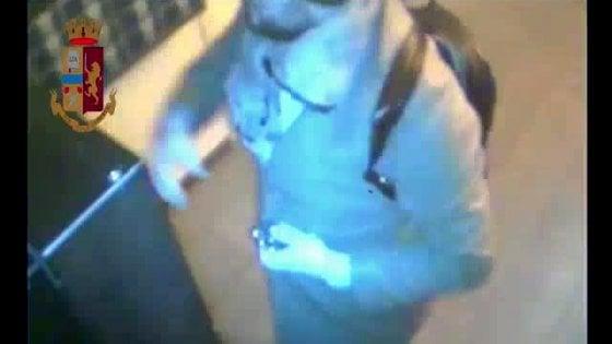 Milano, svuotavano gli armadietti delle palestre in centro: via Rolex e carte di credito, 2 arresti
