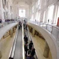 Bloccano tappeto mobile in Centrale a Milano per borseggiare il portafogli, quattro donne arrestate