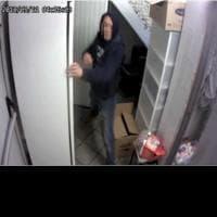 Milano, furto nel locale simbolo 'arcobaleno': il ladro ruba solo prosciutto e ricotta