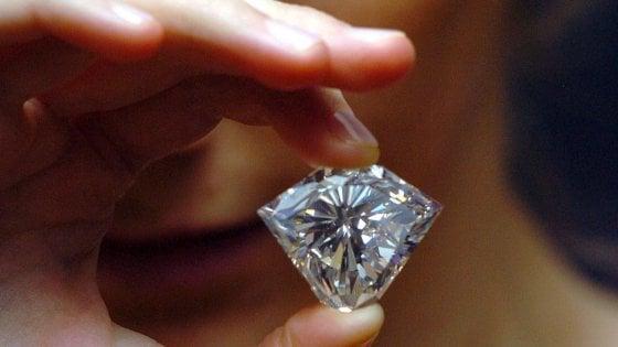 Commerciante di diamanti trovato morto in un hotel a Reggio Emilia, era sotto inchiesta a Milano