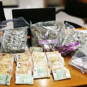 Trovati con 27 chili di droga e 187mila euro, arrestati padre e figlio