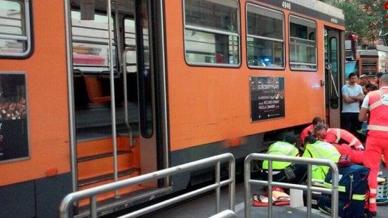 Sorpasso azzardato a tram, 28enne fattorino