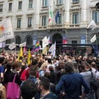 """""""Stop Hate"""": in piazza della Scala la manifestazione per dire basta all'omofobia e al..."""