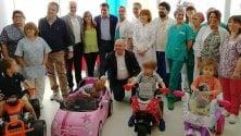 Pavia: sull'automobilina giocattolo per andare    in sala operatoria