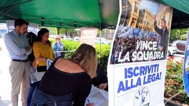 Sì o no al contratto di governo: a Milano i gazebo della Lega e i 'punti informativi' M5s
