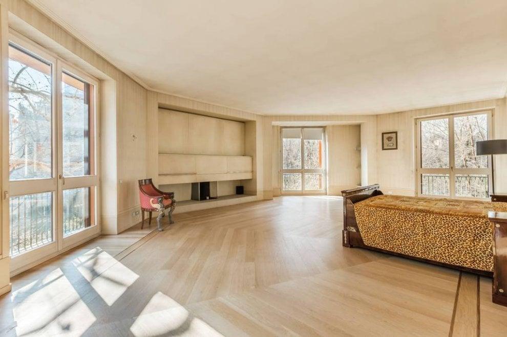 Milano villa versace in vendita al ribasso 33 milioni for 5 camere da letto 4 bagni