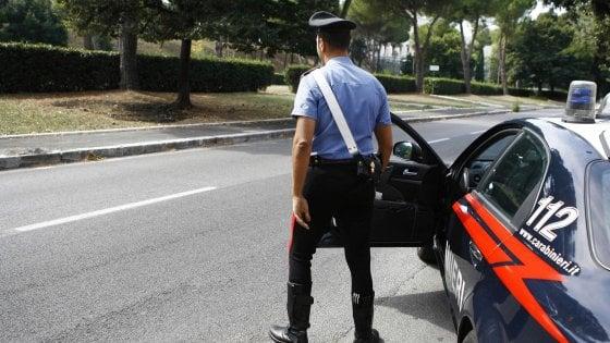Milano, baby gang di 15enni picchia ed estorce soldi a due coetanei: quattro arresti