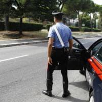 Milano, baby gang di 15enni picchia ed estorce soldi a due coetanei: quattro