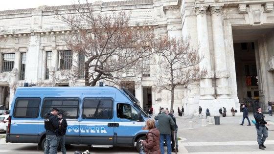 Milano, patto per la sicurezza: più polizia in strada e un piano per gli sgomberi