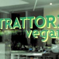 Vegano insultato e picchiato a Milano, l'aggressore 18enne studia da cuoco: ai domiciliari