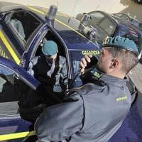 Riciclaggio: broker nasconde 253mila euro in auto, denunciato