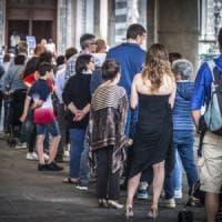In migliaia a Bergamo per l'ultimo saluto alle spoglie di papa Giovanni
