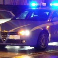 Milano, prende a bastonate la madre e cerca di strangolarla: arrestato
