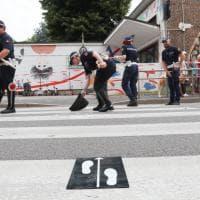 Milano, bimbo di 8 anni investito da uno scooter sulle strisce: i rilievi della polizia locale