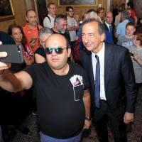 Il 2 giugno a Milano, Sala padrone di casa a Palazzo Marino: tutti a caccia di un selfie