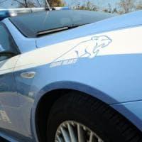 Maltrattamenti in famiglia, picchia la compagna e la caccia di casa: 34enne arrestato a Milano