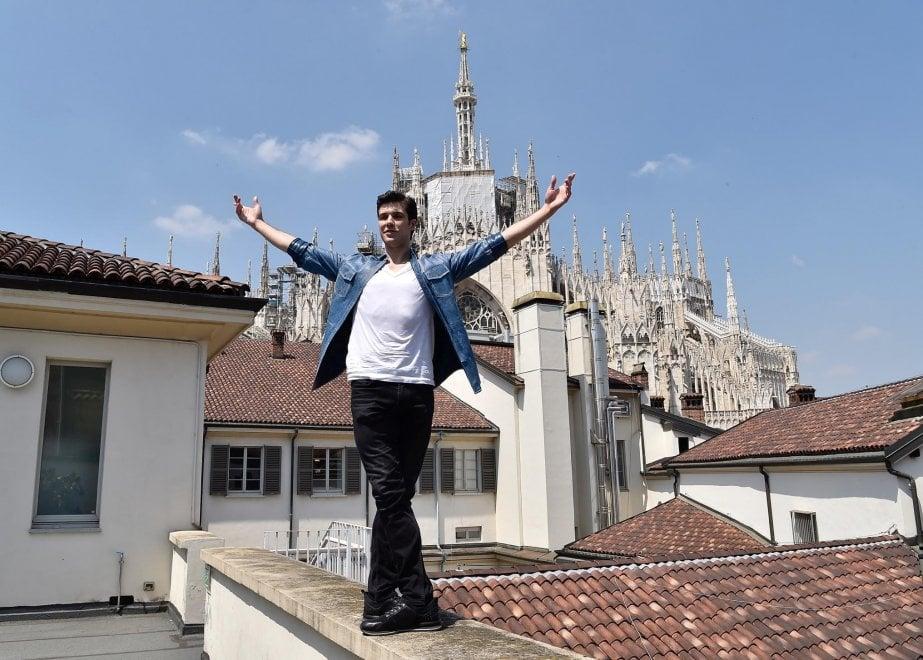 """Roberto Bolle sui tetti di Milano per presentare il suo show """"OnDance """""""