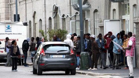 Milano, chiude il centro profughi di via Sammartini: diventerà un rifugio per i senzatetto