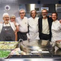 Il Refettorio Ambrosiano ha 3 anni, festa a Milano con lo chef Bottura: