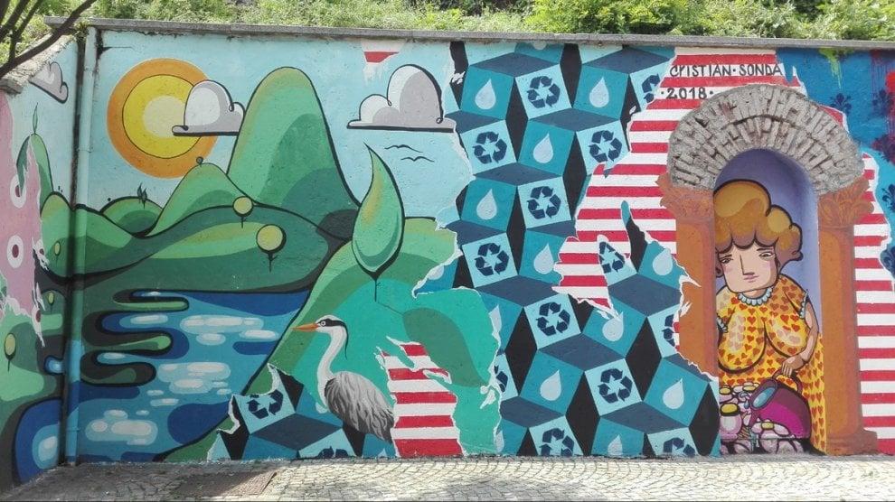 Il murale dedicato all'acqua: cittadini e bambini all'opera nel Varesotto