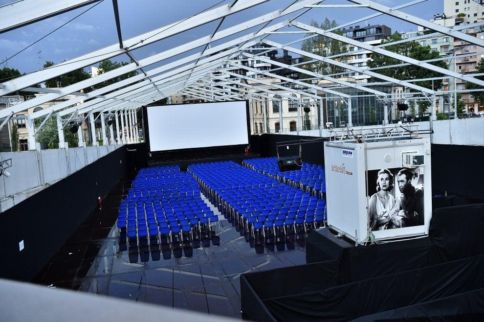 Cinema all'aperto fra i grattacieli di CityLife, ultimi ritocchi prima del via