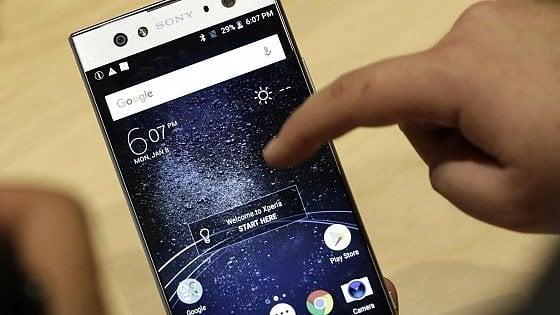 Milano, video con lo smartphone durante la lezione: Tar annulla il 7 in condotta
