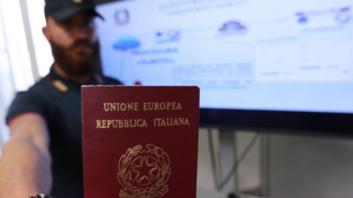A milano arriva il 39 passaporto subito 39 se ne rilasceranno for Subito milano