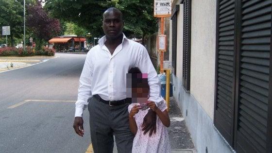 Milano, senegalese ucciso con 10 colpi di pistola. La moglie: ''E' razzismo''