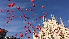Milano, mille palloncini a forma di cuore in piazza Duomo: l'iniziativa del gruppo ospedaliero di San Donato