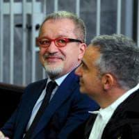 Incarico alla ex collaboratrice, l'ex governatore Maroni condannato a un