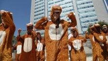Flash mob della Caritas contro il razzismo al Pirellone: ''Be human''