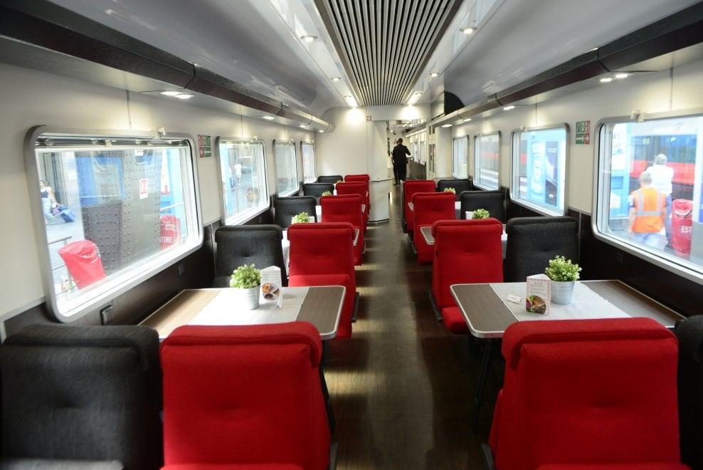 Treno Milano-Parigi in cabina super comfort: bagno privato con doccia e kit di biancheria