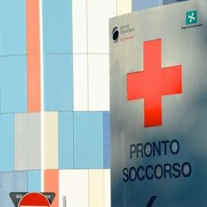 Monza, uomo si barrica nel pronto soccorso e si cosparge di