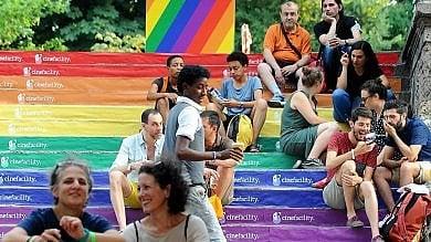 Unicredit Tower color arcobaleno  drag queen, talk e flashmob  Sessanta eventi per il Milano Pride