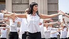 #iononballodasola, il flash mob in piazza contro la violenza sulle donne
