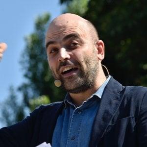 """Saviano: """"Dai Rom ai migranti, da Salvini solo balle e"""