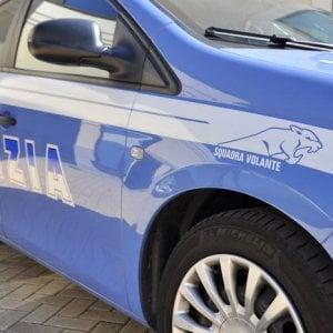 Milano, fermato a un controllo: picchia e morde i poliziotti
