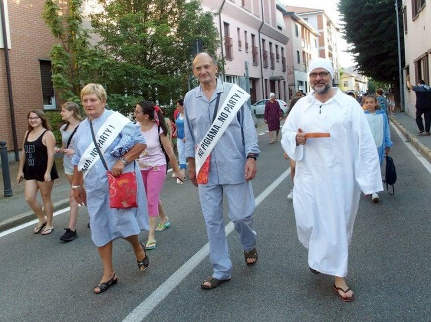 Milano, dal sindaco alla banda: un intero paese in pigiama p