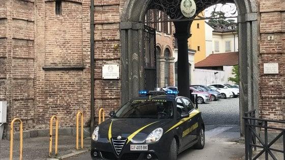 Truffa da un milione di euro, arrestate due sorelle a Monza: 40 raggirati tra amici e parenti