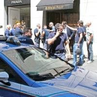Colpo grosso in via Montenapoleone, rapina in gioielleria da un milione di euro poi la fuga in bicicletta