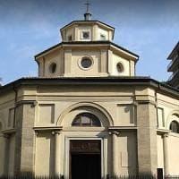 Milano, minaccia di far saltare in aria la chiesa con una bomba: arrestato 43enne
