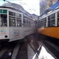 Milano, scontro fra due tram in centro: sei passeggeri contusi