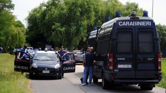 Milano, lite al campo nomadi in via della Chiesa Rossa: 30enne ferito a colpi di pistola