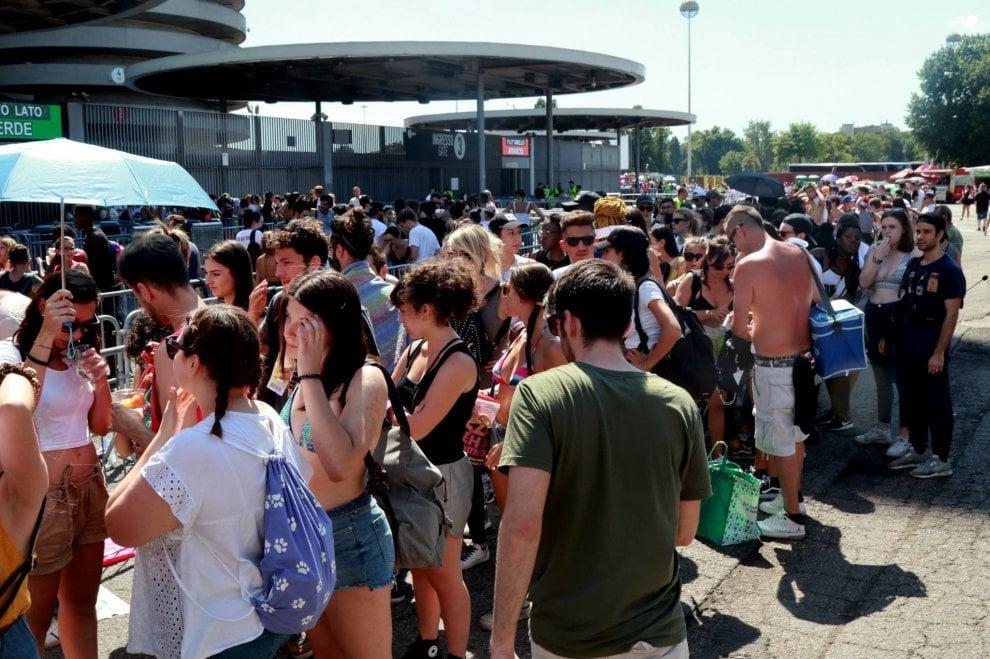 Milano, tutti pazzi per Beyoncé e Jay-Z: il caldo non ferma i fan in coda a San Siro